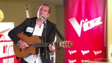 Puro sentimiento en el casting piano de Javi Moya cantando 'Contigo' de Joaquín Sabina