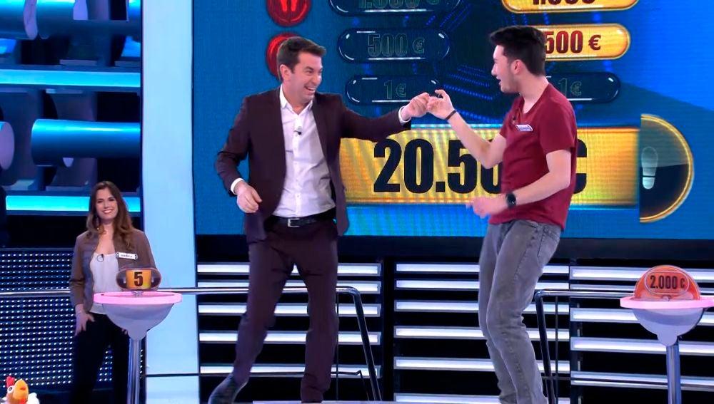 El rítmico baile de Arturo Valls y Alejandro en ¡Ahora caigo!