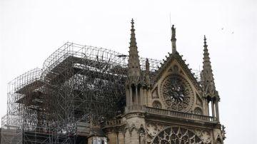 Noticias 1 Antena 3 (16-04-19) Los bomberos dan por extinguido el incendio en la catedral de Notre Dame de París