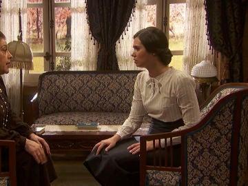 Francisca entrega una carta de Roberto a María