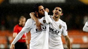 Parejo celebra su gol ante el Villarreal en Mestalla