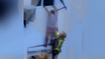 REEMPLAZO: Mueren dos menores y un adulto en un incendio en L'Hospitalet de Llobregat, Barcelona