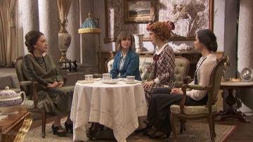 Francisca Montenegro se reúne con Adela, Irene y María