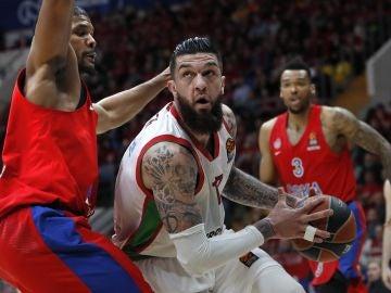 Vincent Poirier, en acción ante el CSKA