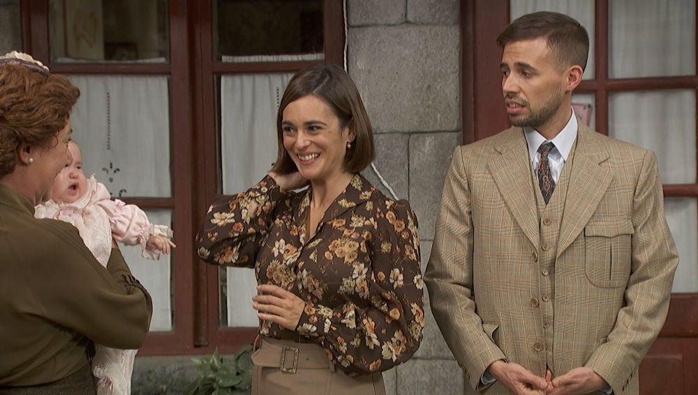 Gracia e Hipólito vuelven a Puente Viejo con la pequeña Belén