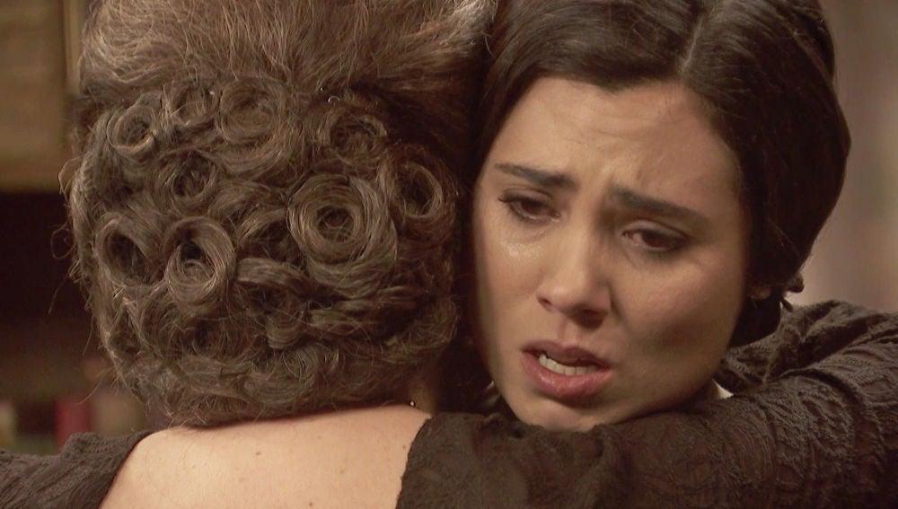 María llora desconsolada al leer la carta de Roberto