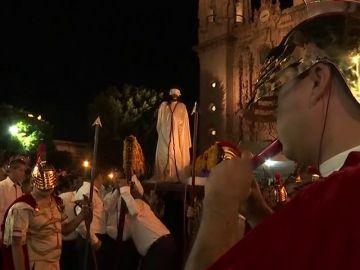 En México, Taxco destaca el recorrido con la flagelación de Jesucristo