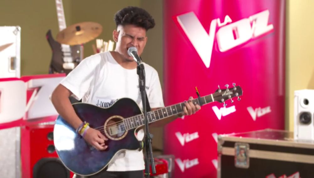 Lion seduce con su voz y su guitarra cantando 'Toxic' en los casting piano