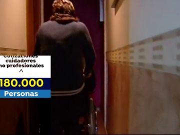 Los cuidadores no profesionales de personas dependientes volverán a cotizar a la Seguridad Social