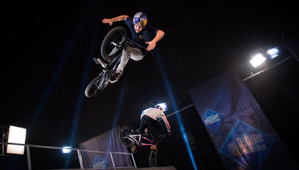 Manel Fuentes disfruta de una espectacular exhibición de skate y BMX en 'El Hormiguero 3.0'