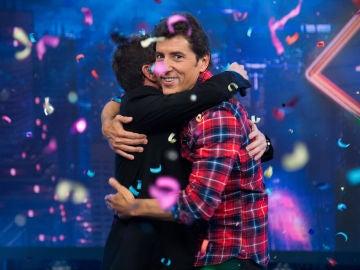 """""""Estoy haciendo el amor con mi novia"""", Manel Fuentes hace la ola en 'El Hormiguero 3.0' tras esta contestación en directo"""