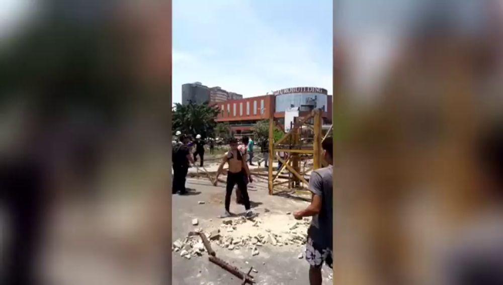 Decenas de personas se concentran en las calles de  Maracay
