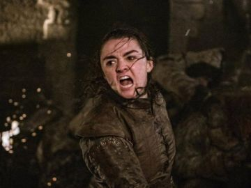 Maisie Williams como Arya Stark