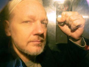 Julian Assange a su llegada al tribunal de Southwark en Londres, Reino Unido.