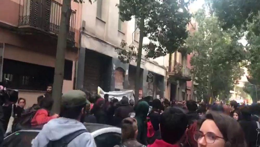 Ocupan un bloque de pisos durante una manifestación libertaria en Barcelona