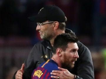 Klopp y Messi se saludan tras el partido