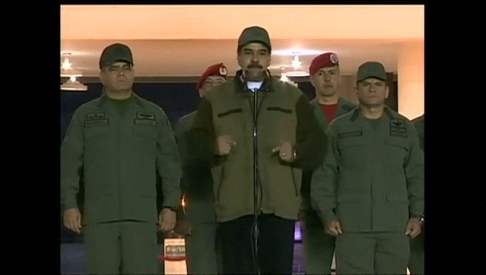 """Maduro exige a los militares desarmar a los """"traidores"""" y """"golpistas"""""""