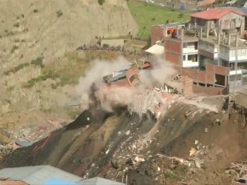 Un deslizamiento de tierras deja a unas 400 personas se quedan sin casa