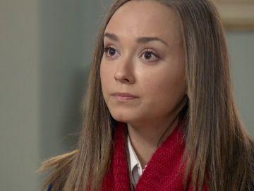 Mónica sufre un ataque de ansiedad y acaba refugiándose con Carlos y Ana