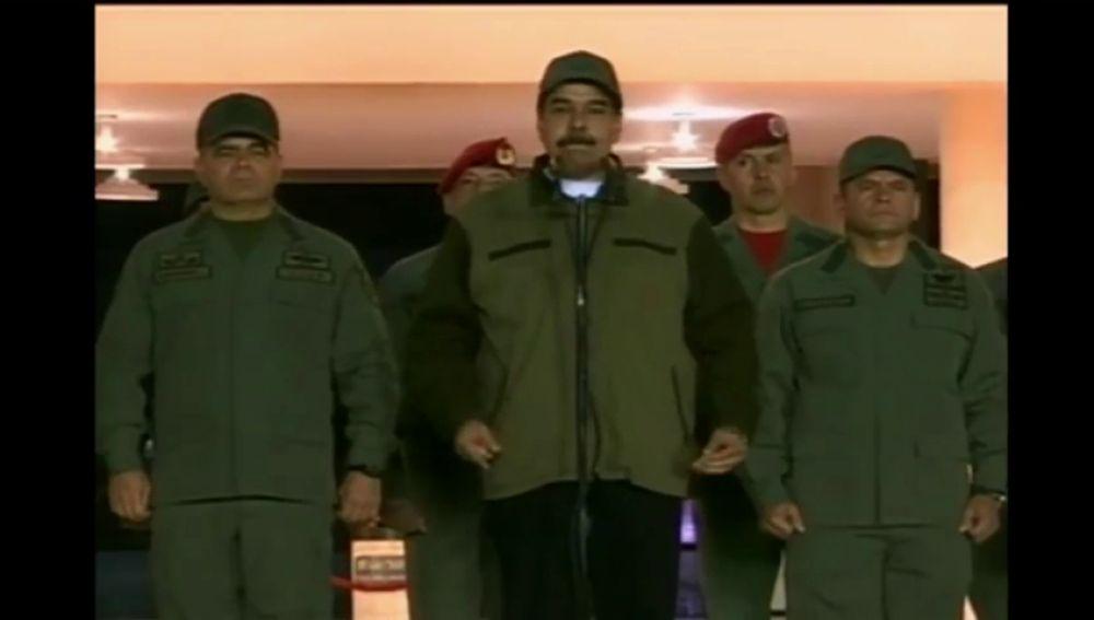 """Maduro le pide a los militares """"desarmar a cualquier golpista"""""""