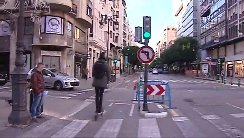 Herido de gravedad el conductor de un patinete tras chocar contra una moto en Valencia