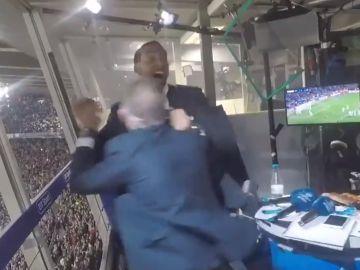 Ferdinand y Lineker celebran el gol de Messi