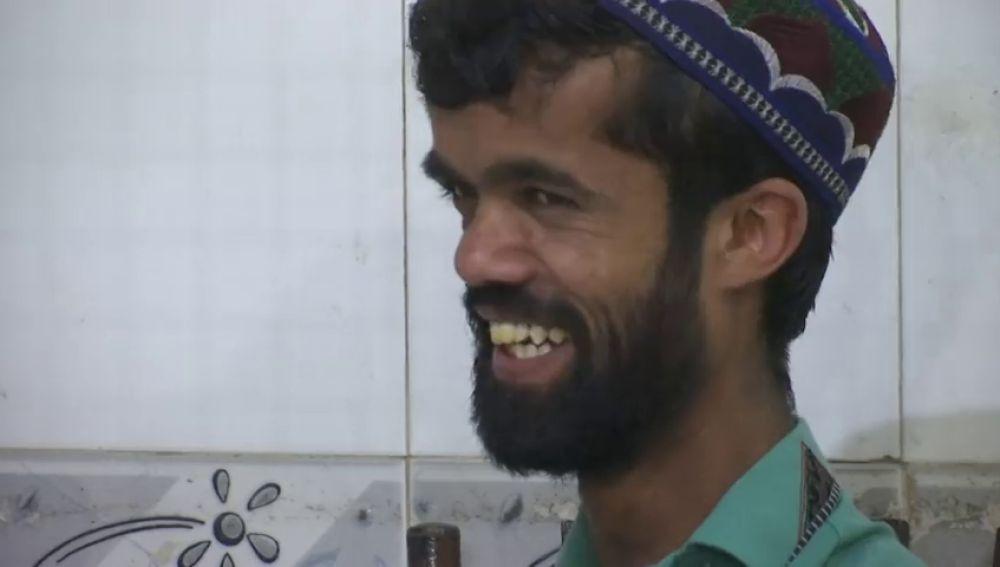 El actor Peter Dinklage encuentra a su doble en Pakistán: un joven camarero de 26 años en la ciudad de Rawalpindi