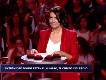 Silvia Abril, despiadada ante el miedo a las alturas de los concursantes en 'Acierta o puerta'