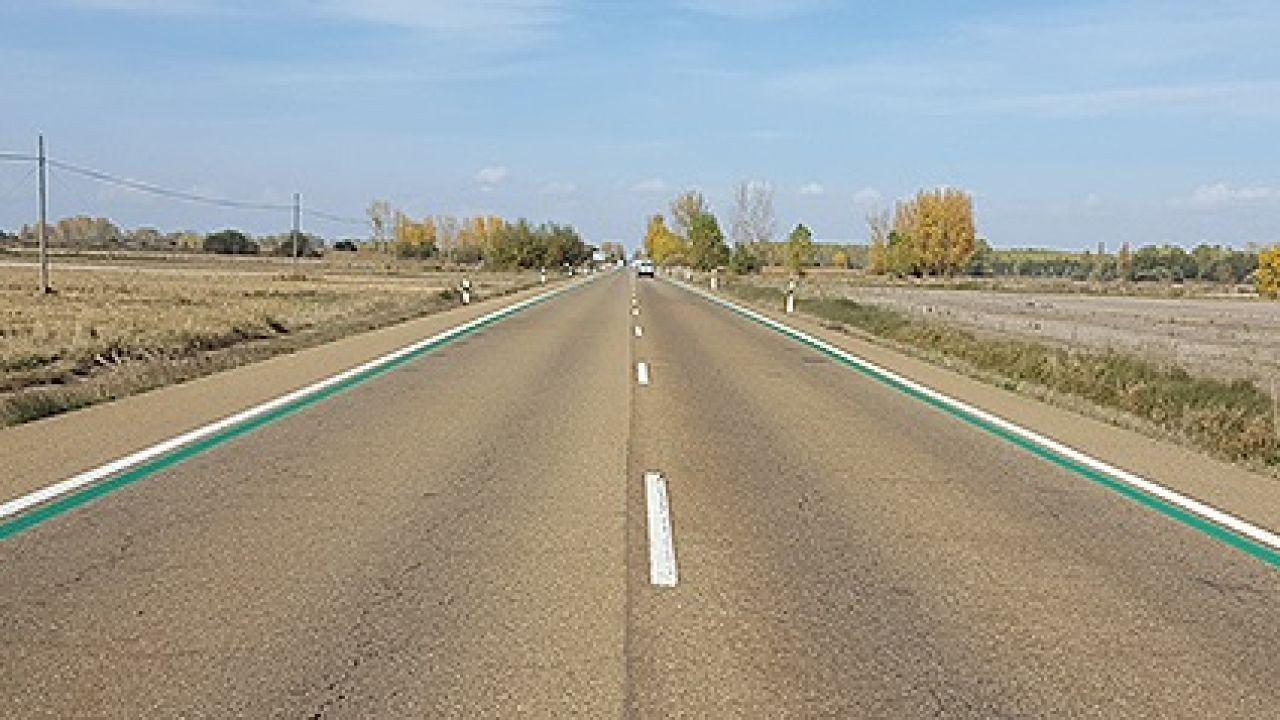 La DGT Pinta Líneas Verdes En Algunas Carreteras Para Que