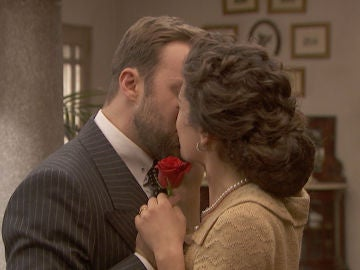 La emotiva respuesta de María Elena a la proposición de Fernando
