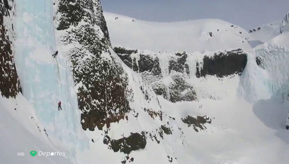 La legendaria gesta de tres alpinistas españoles al escalar por primera vez las cascadas heladas del ártico ruso