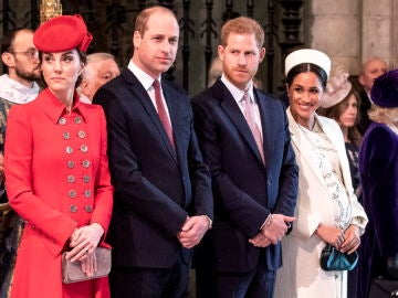 Los príncipes Guillermo y Harry con Kate Middlenton y Meghan Markle