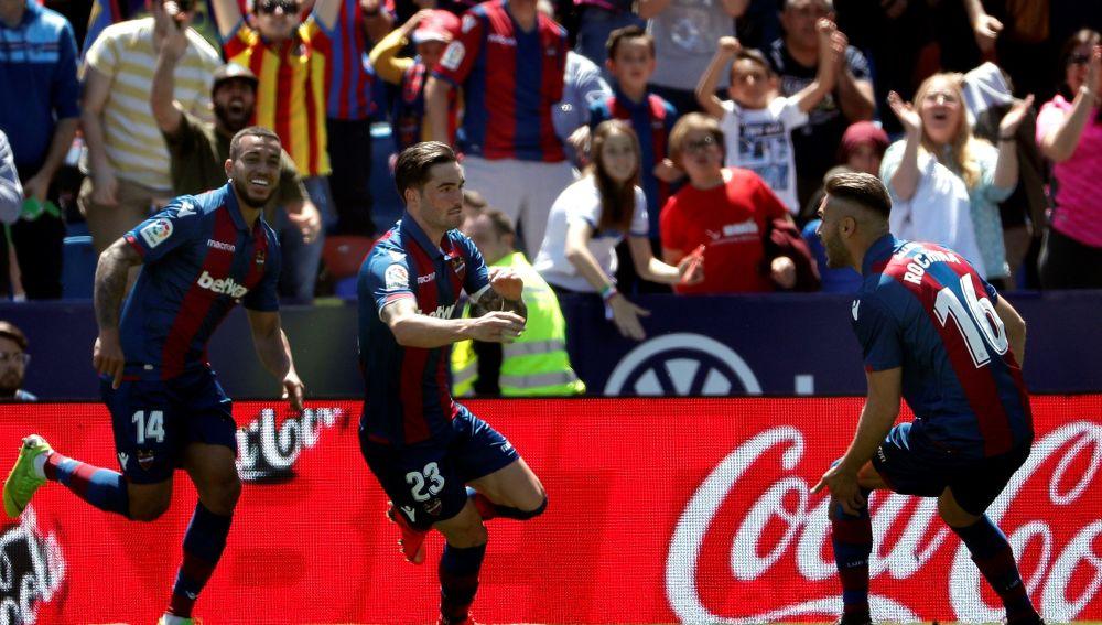 Los jugadores del Levante celebra el gol en el Ciudad de Valencia