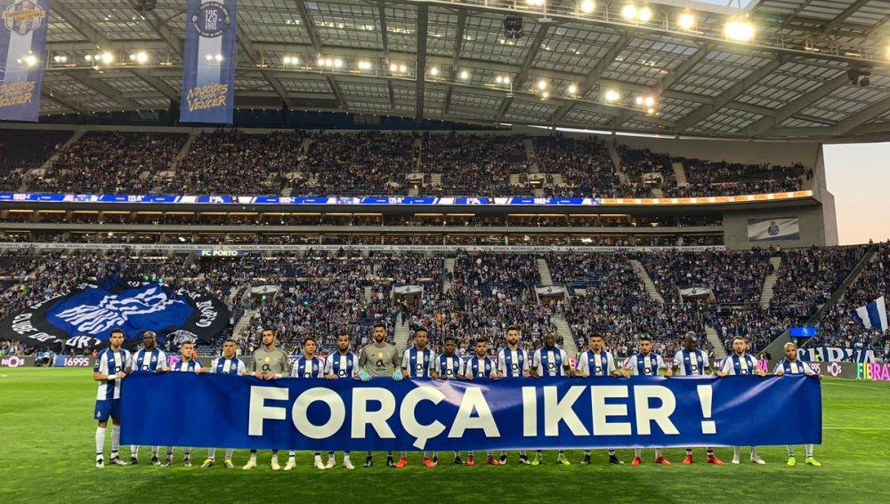 El Oporto homenajea a Iker Casillas tras su infarto