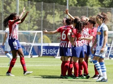 Las jugadoras del Atlético celebran la victoria