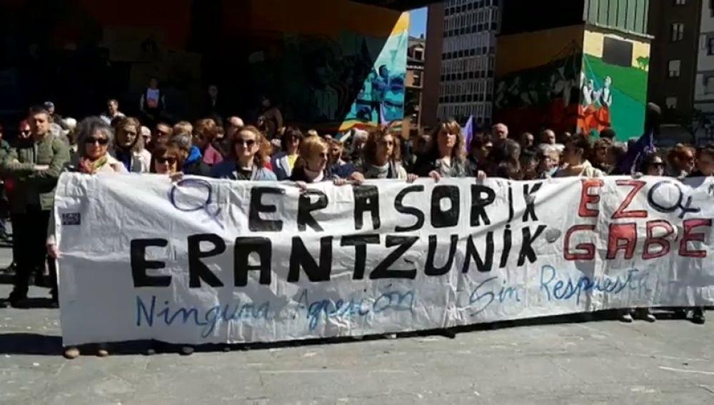 Concentración en Barakaldo en repulsa por la agresión denunciada por una menor