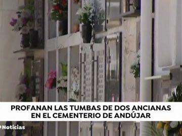 Investigan la profanación de dos tumbas en el cementerio de Andújar, Jaén