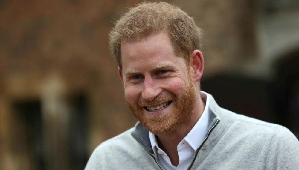 El príncipe Harry habla ante los medios tras el nacimiento de su primer hijo