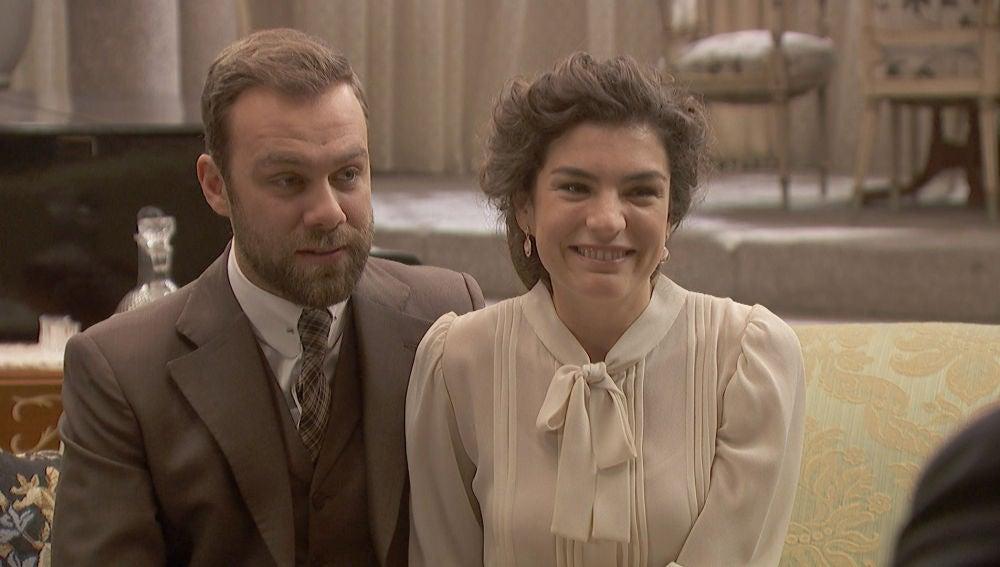 Fernando y Mª Elena sorprenden a Francisca con una noticia inesperada