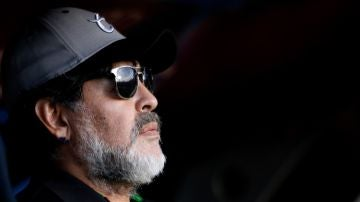 Maradona en el banquillo
