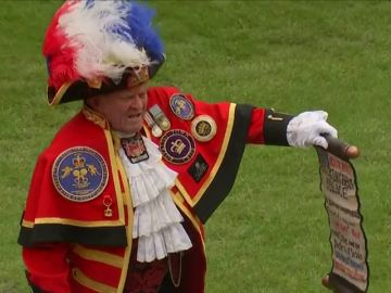 """""""¡Bien hecho, Meghan!"""", el pregonero no oficial de la Familia Real anuncia el nacimiento del bebé de Meghan Markle y el Príncipe Harry"""