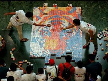 El mosaico creado con cubos de Rubik