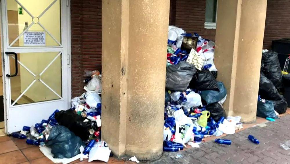 Sindicatos de la Ertzaintza exigen el cierre de comisarías en el País Vasco por la cantidad de basura acumulada