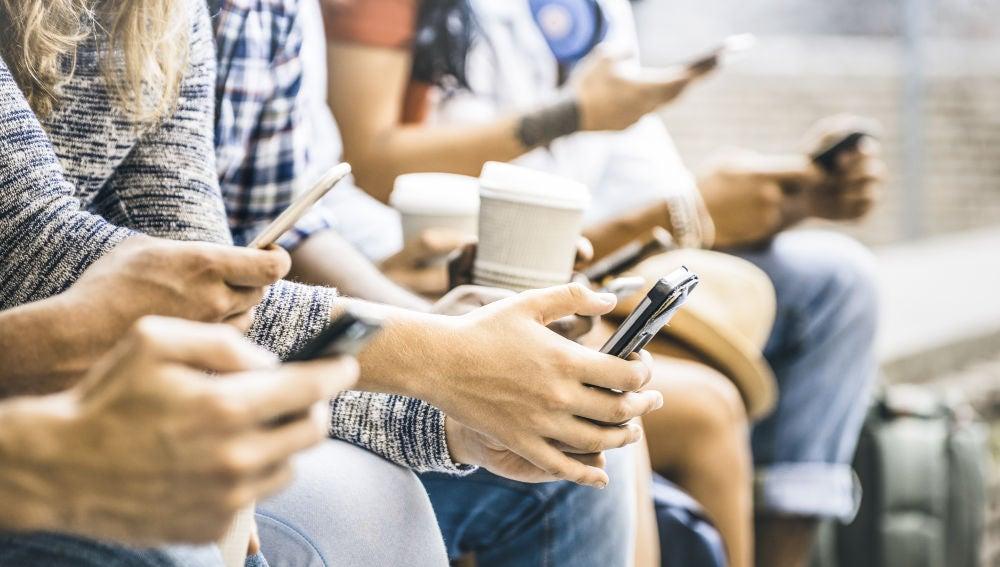 """Las adicciones tecnológicas están catalogadas como adicciones """"sin sustancia"""" y amenazan a jóvenes y adultos."""