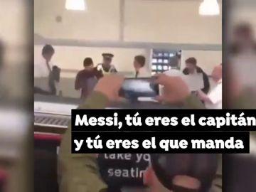 Máxima tensión en el aeropuerto de Liverpool: varios hinchas del Barça increpan a Messi