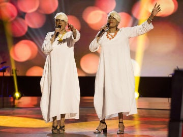 Anne y Annis Peters cantan 'Rivers of Babylon'