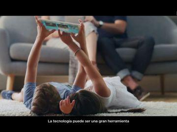 Banco Santander se une a 'Levanta la cabeza', el movimiento de Atresmedia por un uso responsable de la tecnología