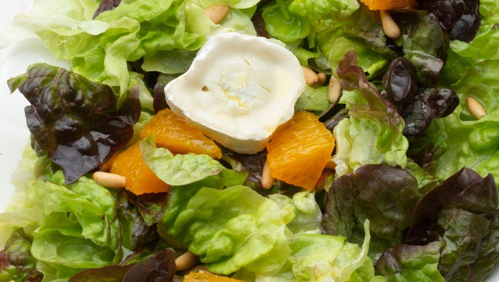 Ensalada de roble, naranja y queso