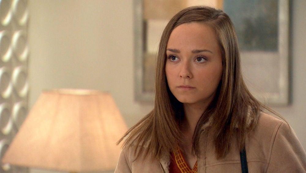 Mónica pide explicaciones a Carlos sobre la carta de su madre