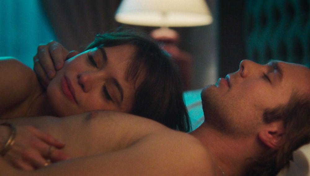 Robert y Maribel se dejan llevar en una noche de amor y complicidad
